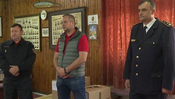 Egyenruhát kaptak az önkéntes tűzoltók - illusztráció