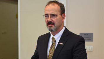 Az USA szerbiai nagykövete beszélgetett az összes politikai irányzat vezetőjével - illusztráció