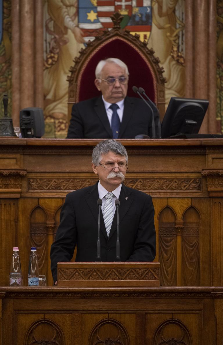 Kövér László, az Országgyűlés elnöke beszédet mond a trianoni békeszerződés aláírásának századik évfordulója alkalmából tartott emlékülésen az Országházban