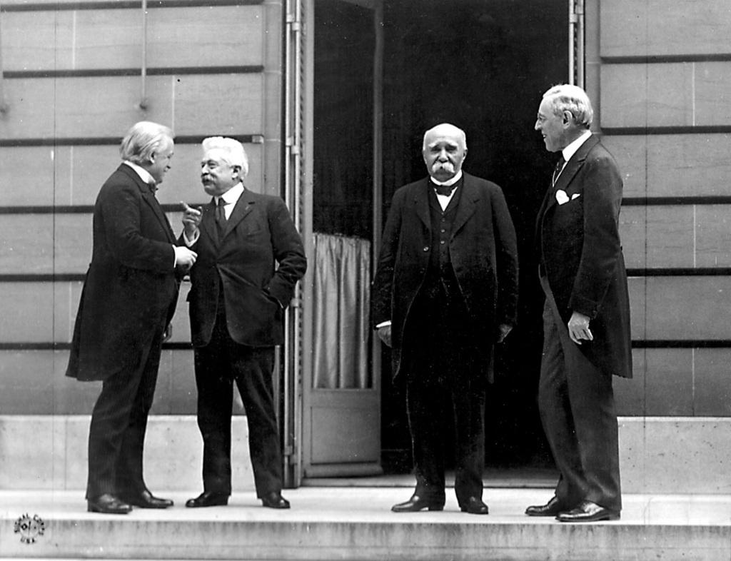 """A """"négy nagy"""", akiknek a szava dominált (balról jobbra): David Lloyd George brit, Vittorio Emanuele Orlando olasz, a Georges Clemenceau francia kormányfő és Thomas Woodrow Wilson amerikai elnök"""