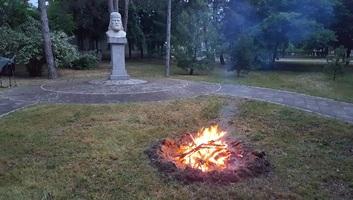 Fellobbant az összetartozás tüze Horgoson - illusztráció