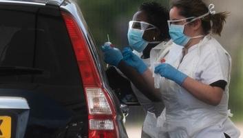 Negyvenezer felett a koronavírus brit halálos áldozatainak száma - illusztráció
