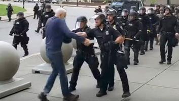 Amerikai tüntetések: A buffalói rendőrség különleges egységének minden munkatársa lemondott - illusztráció