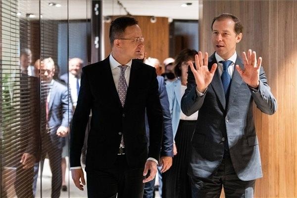 Szijjártó Péter külgazdasági és külügyminiszter és Gyenyisz Manturov orosz ipari és kereskedelmi miniszter találkozója Moszkvában