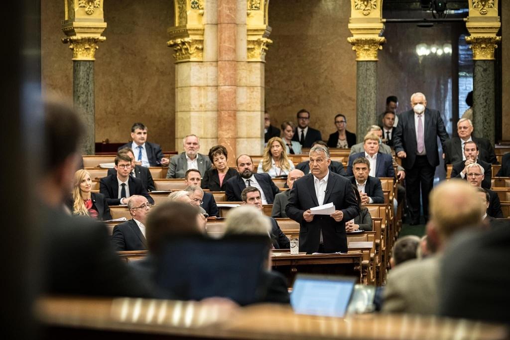 Orbán Viktor miniszterelnök a Parlamentben válaszol a baloldal kérdéseire