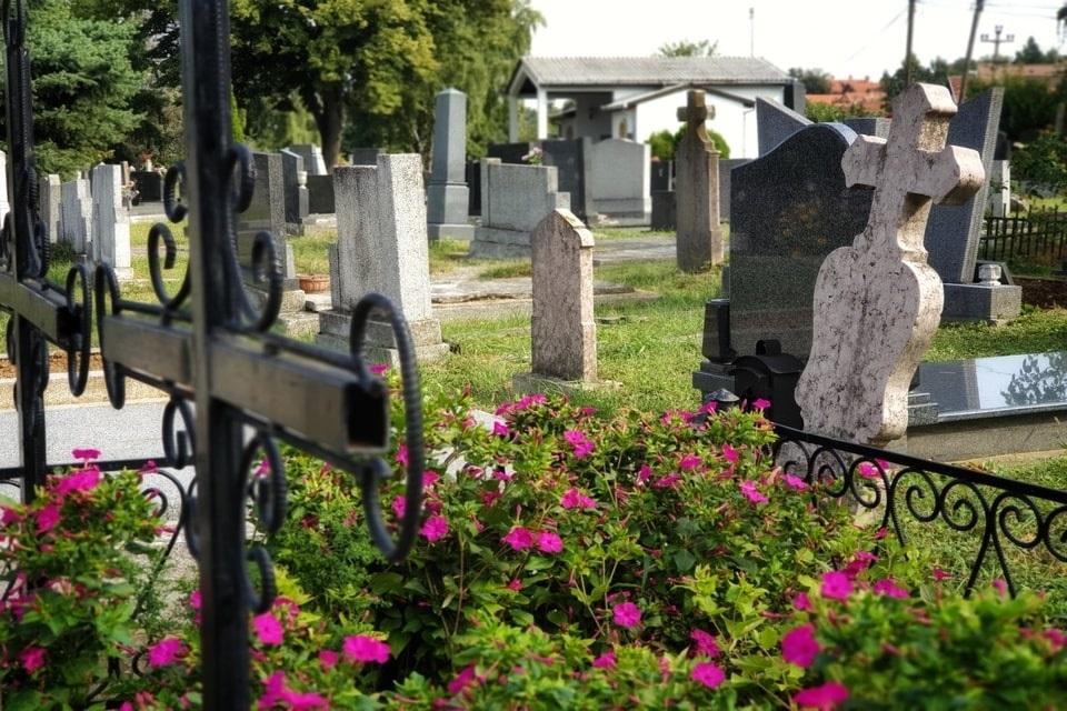 """Július 1-jén a péterváradi temetőben kikísértük utolsó útjára Annát, úgy """"kovidosan"""", csendben"""