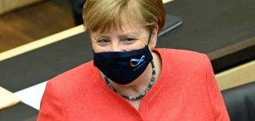Először mutatkozott maszkban Angela Merkel - A cikkhez tartozó kép