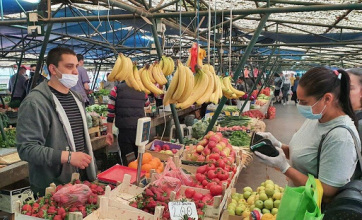 Mától az újvidéki piacokon ismét kötelező a maszk viselése - A cikkhez tartozó kép
