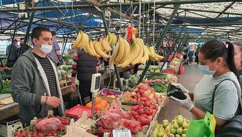 Mától az újvidéki piacokon ismét kötelező a maszk viselése - illusztráció