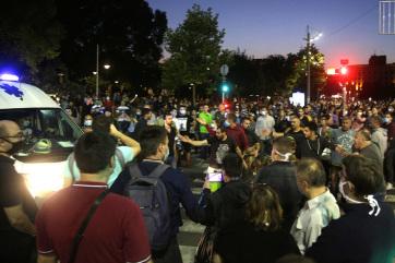 A belgrádi zavargásokban több rendőr és civil megsérült, a kormányfő elítéli a randalírozást - A cikkhez tartozó kép