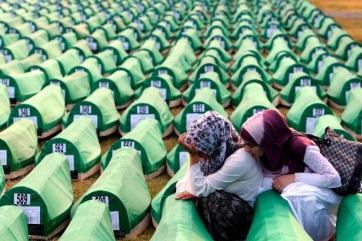 Várhelyi: A srebrenicai mészárlás nyitott seb Európa szívében - A cikkhez tartozó kép