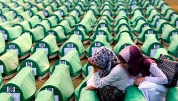 Várhelyi: A srebrenicai mészárlás nyitott seb Európa szívében - illusztráció
