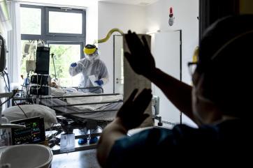 Meghalt két beteg, hárommal nőtt a fertőzöttek száma Magyarországon - A cikkhez tartozó kép