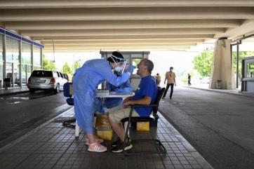 Érkeznek a figyelmeztetések a fertőzöttekről, riadó a szerbiai határátkelőhelyeken - A cikkhez tartozó kép