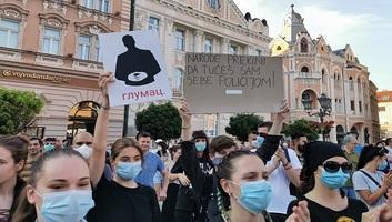 Tiltakozások Újvidéken: A tüntetők szombaton is megismételték követeléseiket - illusztráció