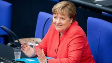 Rózsaoalajat, könyvet és bort is kapott születésnapjára Angela Merkel - A cikkhez tartozó kép