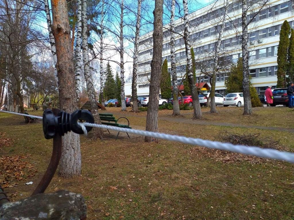 Tavaly már villanypásztort szereltek a csíkszeredai kórház köré