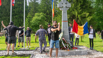 """Úzvölgyi katonatemető: A román ügyészség szerint nem minősül uszításnak a """"kifele a magyarokkal az országból!"""" jelszó - illusztráció"""