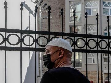 Az elővigyázatosság jegyében ünnepelnek a muszlim hívők a Nyugat-Balkánon - A cikkhez tartozó kép