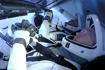 Sikeresen visszatért a Földre a SpaceX űrhajójának legénysége - A cikkhez tartozó kép
