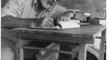 """Ernest Hemingway kiadott művei hemzsegnek a """"hibáktól"""" - illusztráció"""