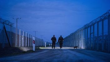 Huszonhárom határsértőt fogtak el a magyar rendőrök vasárnap késő este - illusztráció