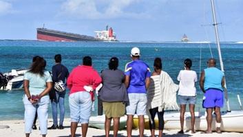 Ökológiai vészhelyzet: Zátonyra futott hajóból ömlik az olaj Mauritius partjainál - illusztráció