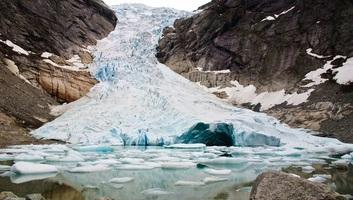 A gleccserek felét törmelék borítja - illusztráció