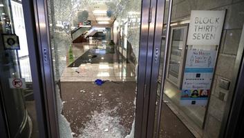 Lövöldözés, fosztogatás Chicagóban, több mint száz embert tartóztattak le - illusztráció