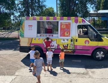 Begatárnokra fagylaltos kocsi jár - A cikkhez tartozó kép