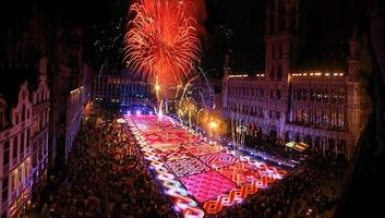 Hang- és fényjáték helyettesíti idén a hagyományos brüsszeli virágszőnyeget - illusztráció