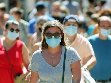 A fertőzöttek száma átlépte a 21 milliót, több mint 760 ezren meghaltak - A cikkhez tartozó kép