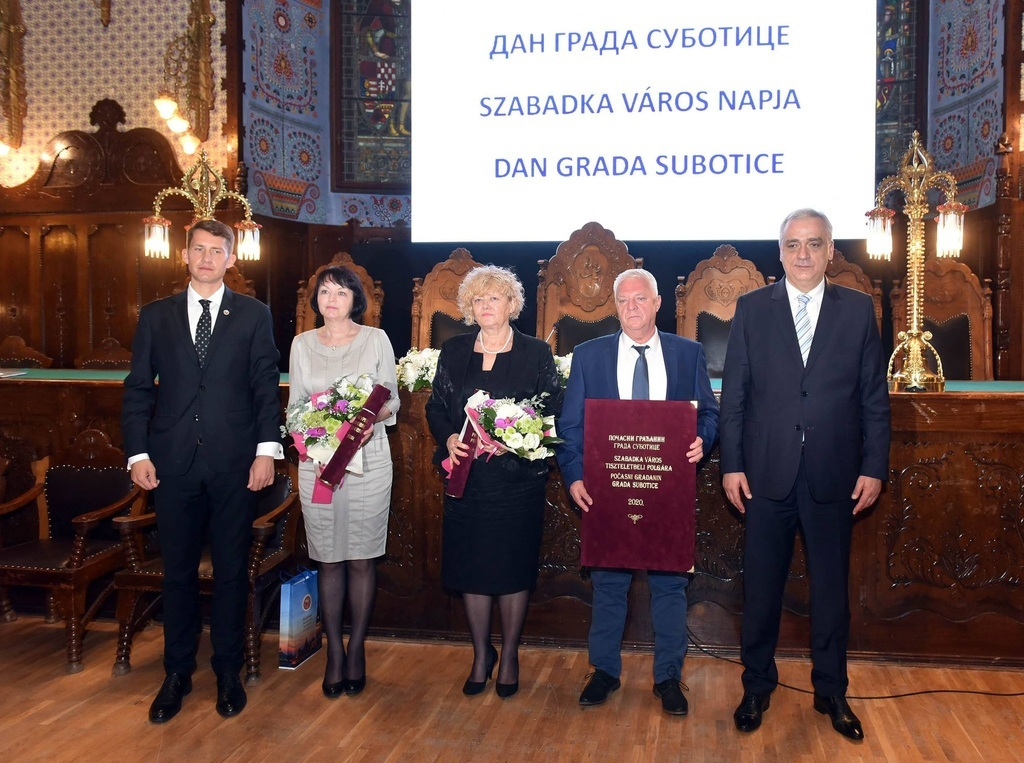 A díjazottak és a városvezetők