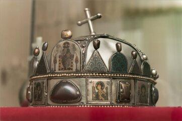 Megvette a Szent Korona másolatát a Duna Médiaszolgáltató Zrt. - A cikkhez tartozó kép