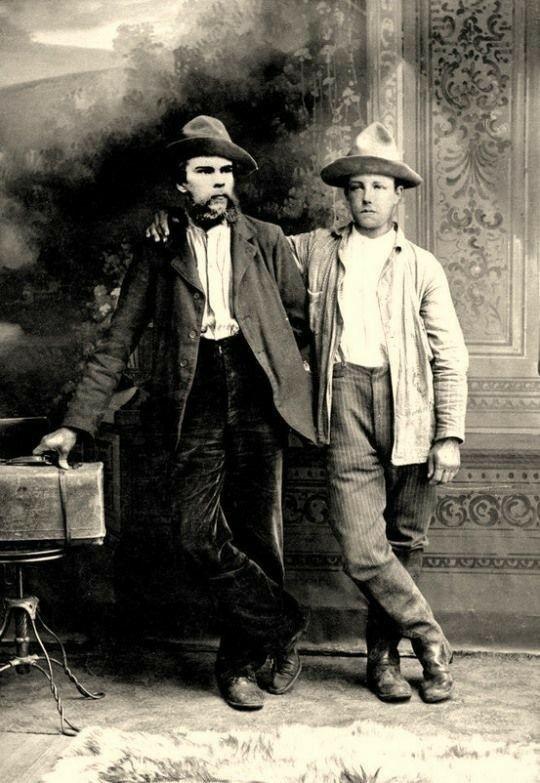 Paul Verlaine és Arthur Rimbaud egy korabeli fotón