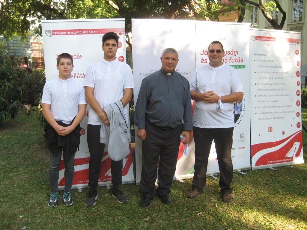 A muzslyai Emmausz Fiúkollégium képviselői: Dvorszki Lambert, Takarics Norbert, Kalapis Sztoján atya és Gerdof Zsolti, nevelőtanár