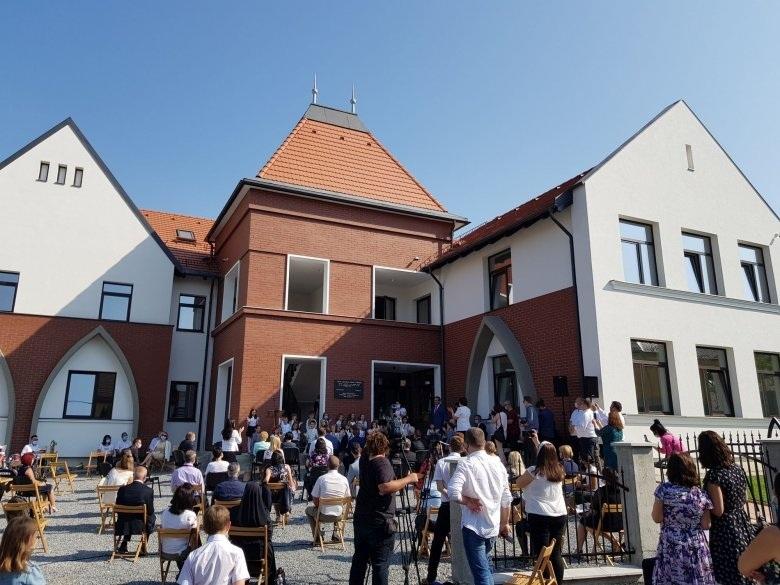 A magyar kormány 300 millió forinttal járult hozzá a korszerű épület felépítéséhez