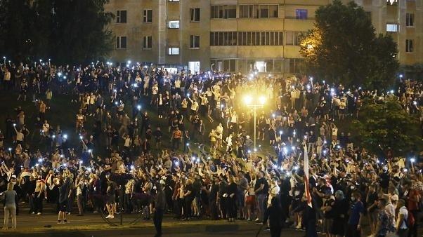 Tiltakozók tömege Minszkben