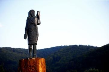 Új szobrot kapott Szlovéniában Melania Trump, miután az előzőt felgyújtották - A cikkhez tartozó kép
