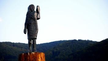 Új szobrot kapott Szlovéniában Melania Trump, miután az előzőt felgyújtották - illusztráció