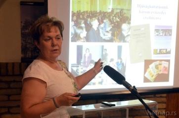 Gábrity Molnár Irén: Az elvándorlás oka az anyagi és társadalmi egyhelyben topogás - A cikkhez tartozó kép