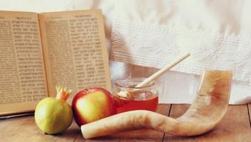 Beköszönt a zsidó újév - illusztráció