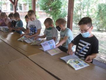 A muzslyai diákok is megkapták a gyermeklapokat - A cikkhez tartozó kép