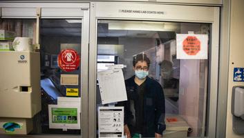 A világban már 30 millió fölött van a fertőzöttek száma, a felgyógyultaké pedig 20,4 millió - illusztráció
