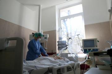 Hatan meghaltak, 809-cel nőtt a fertőzöttek száma Magyarországon - A cikkhez tartozó kép