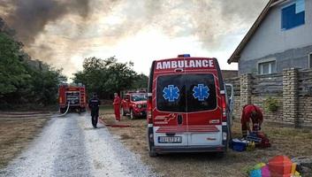 Szabadka: Leégett egy ház, több gépkocsi is megsemmisült - illusztráció