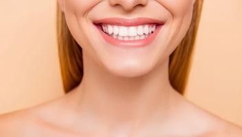 Porcelán héj: fehér fogak gyorsan, fájdalommentesen - illusztráció