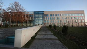 Mától az új épületből sugározza műsorát az Újvidéki Rádió - illusztráció
