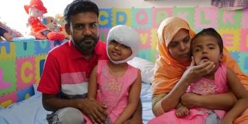 Újabb műtétet hajtanak végre magyar orvosok a szétválasztott bangladesi ikreken - A cikkhez tartozó kép