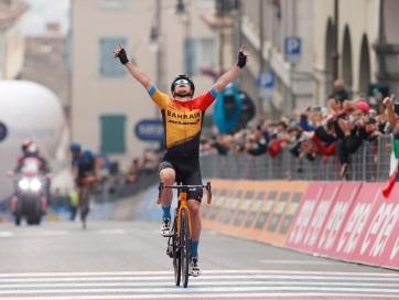 Giro d´Italia: Tratnik szökésből nyert szakaszt, Valter a 60. - A cikkhez tartozó kép